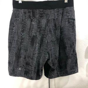 Lululemon black /white 7 inch men's medium shorts